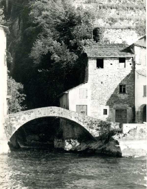 Il ponte della civera davanti all orrido di nesso for Ponte sul davanti della casa