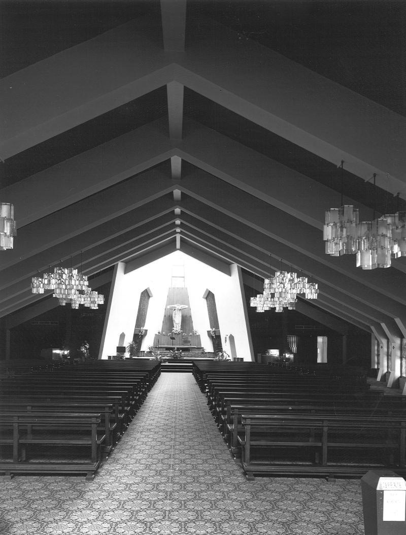 Veduta dell'interno in direzione dell'altare