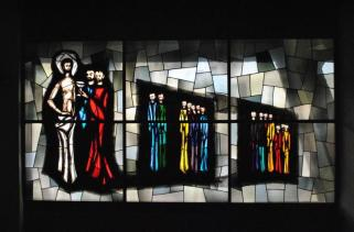 Una delle vetrate di Willy Kaufmann