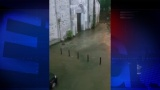 VIDEO Un fiume si abbatte contro Sant'Abbondio: chiesa salva (per miracolo), allagati Centro Pastorale e ingresso dell'Università